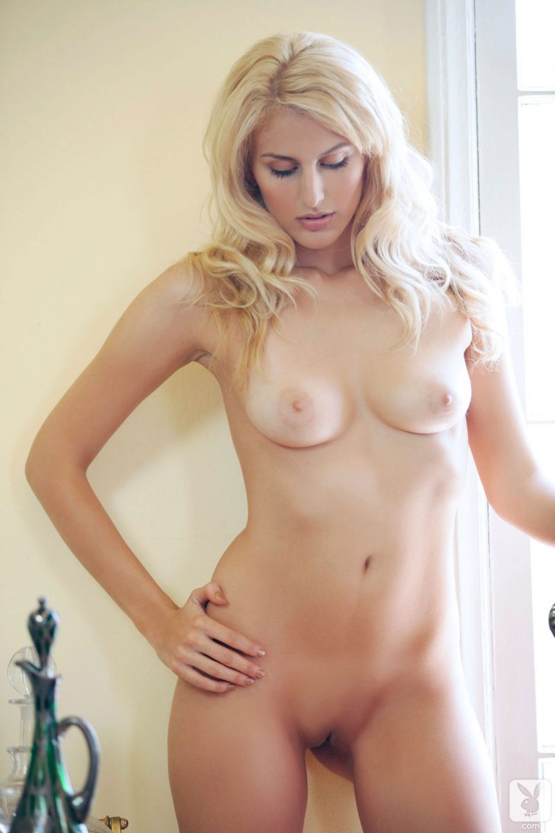 laura-lovett-blonde-nude-playboy-18
