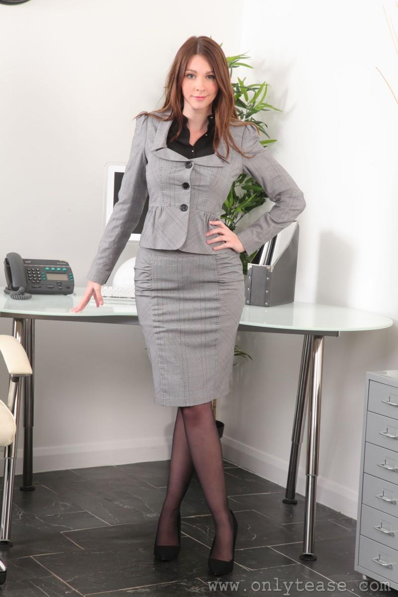 lauren-chelsea-secretary-stockings-nude-onlytease-01