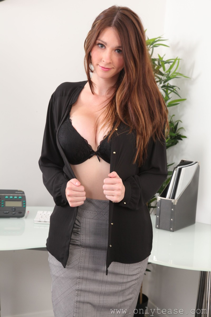 lauren-chelsea-secretary-stockings-nude-onlytease-06