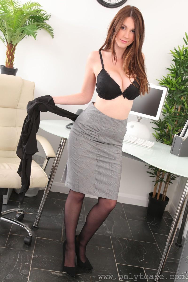 lauren-chelsea-secretary-stockings-nude-onlytease-07