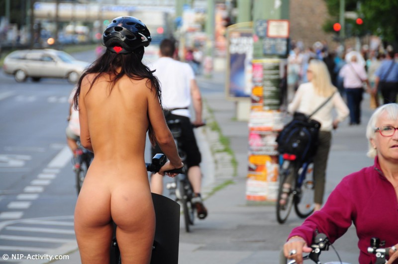 lauren-nude-public-segway-nip-activity-17