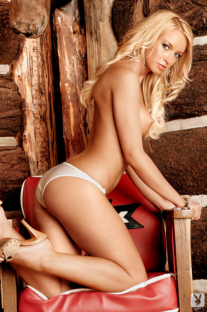 lauren-pope-wood-house-playboy-10