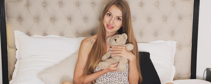 Leila Mazz & her teddy bear