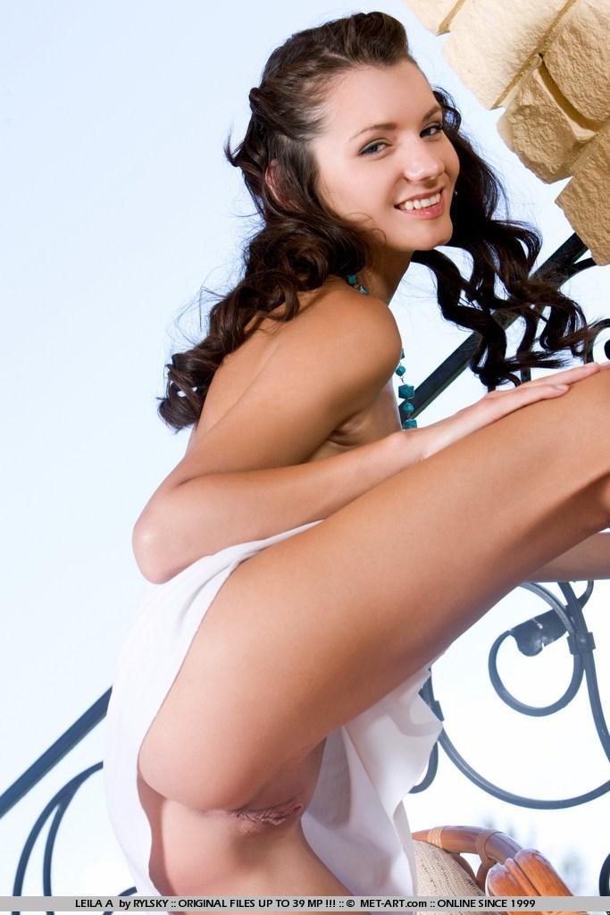 leila-a-balcony-nude-met-art-08