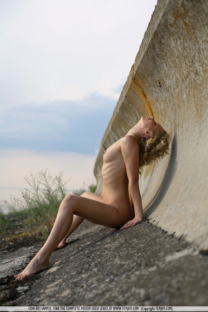 odele-nude-breakwater-femjoy-08