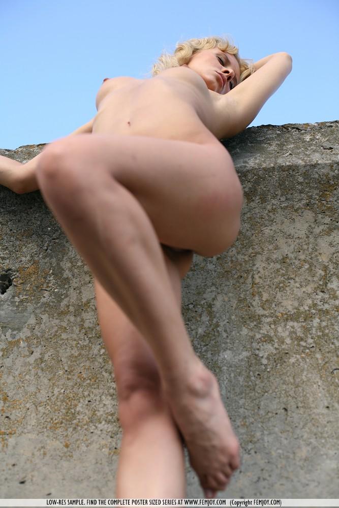 odele-nude-breakwater-femjoy-11