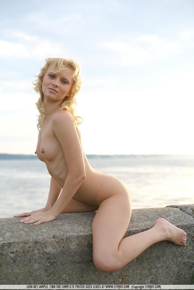 odele-nude-breakwater-femjoy-16