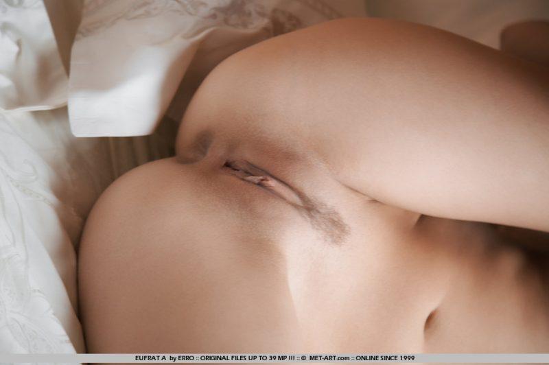 eufrat-a-bedroom-naked-metart-09