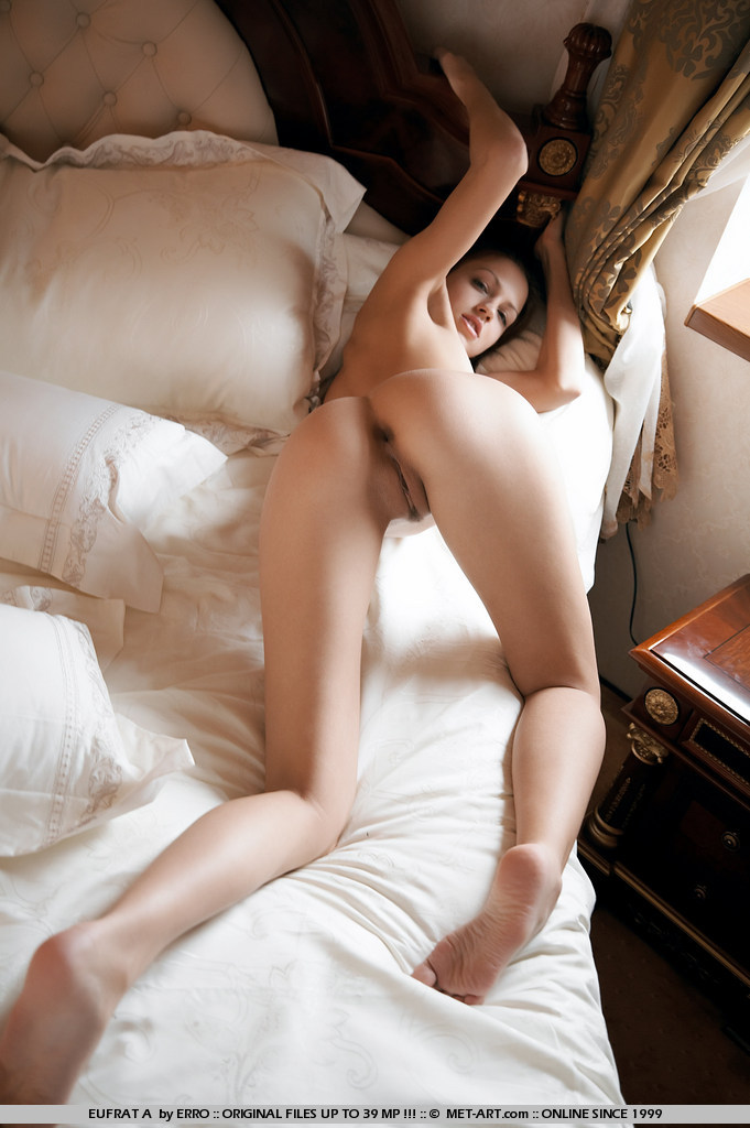eufrat-a-bedroom-naked-metart-12