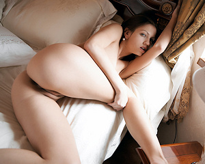 eufrat-a-bedroom-naked-metart