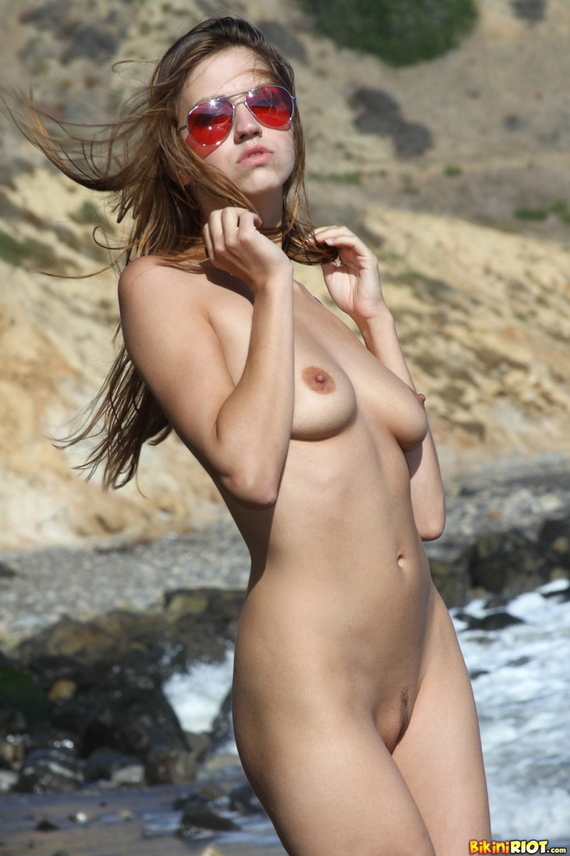 eufrat-beach-bikiniriot-13