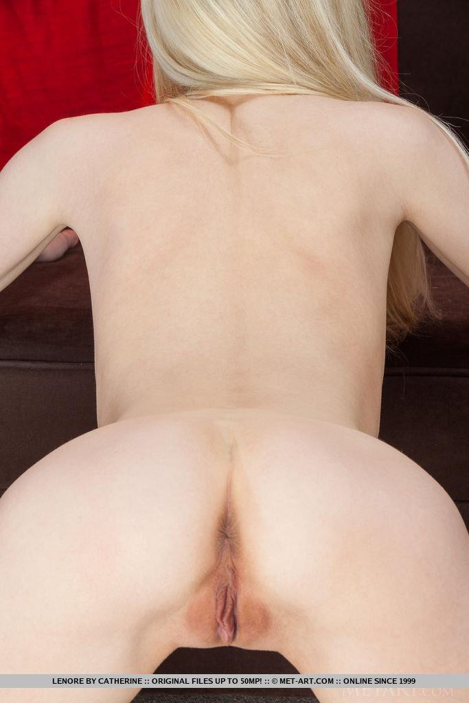lenore-skinny-blonde-nude-metart-11