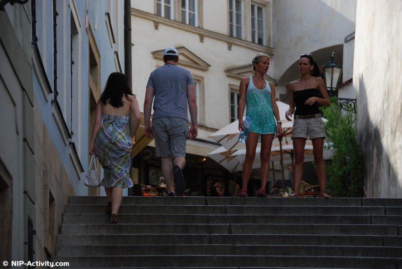 leonelle-&-laura-nude-prague-public-nip-activity-02