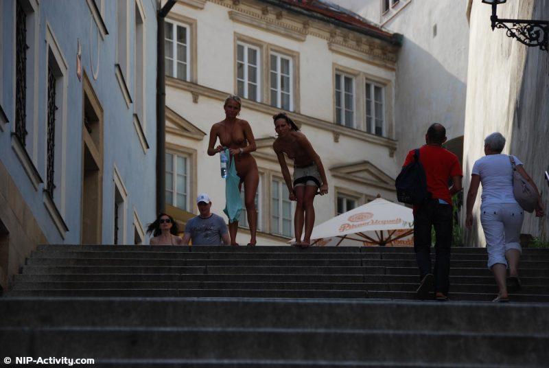 leonelle-&-laura-nude-prague-public-nip-activity-04