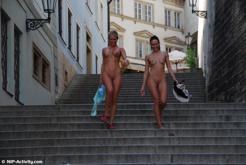 leonelle-&-laura-nude-prague-public-nip-activity-06