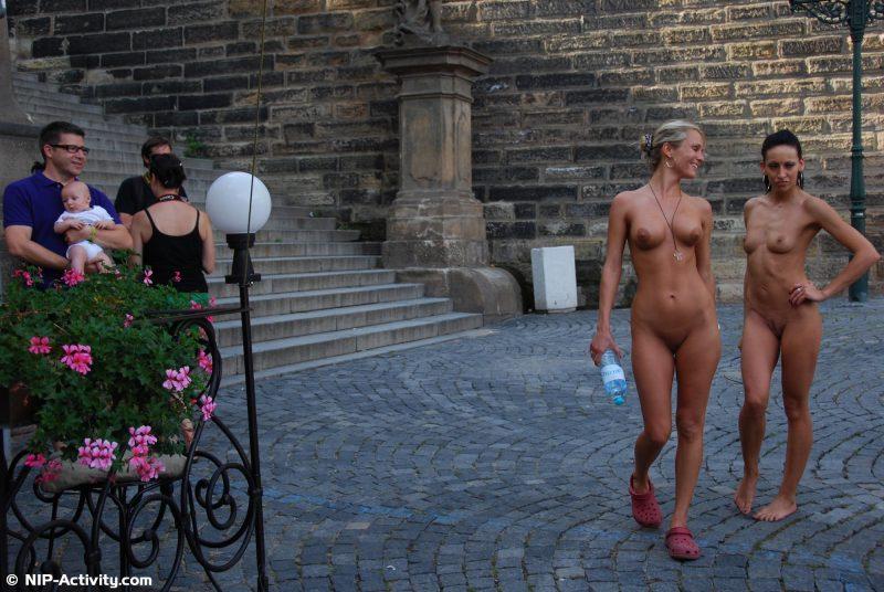 leonelle-&-laura-nude-prague-public-nip-activity-07