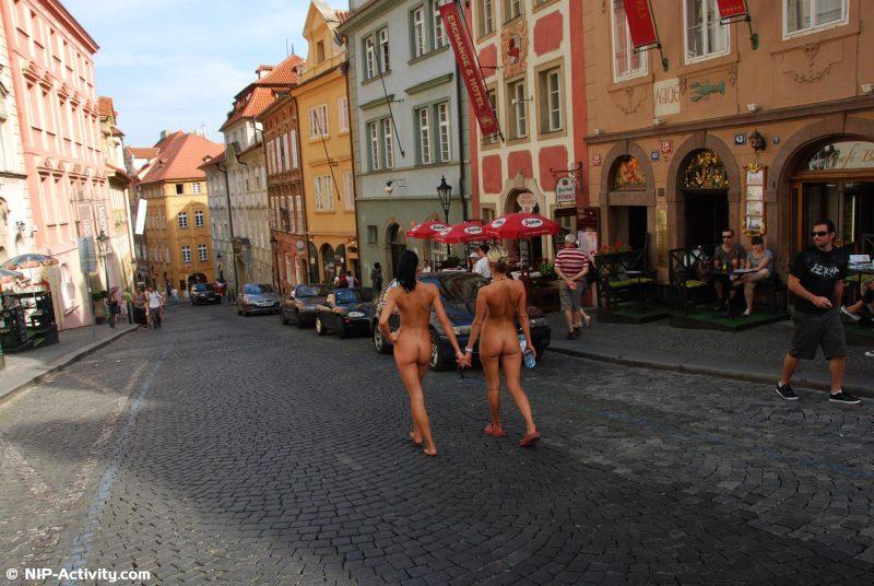 leonelle-&-laura-nude-prague-public-nip-activity-10