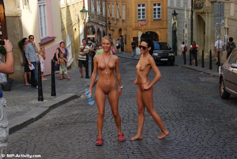 leonelle-&-laura-nude-prague-public-nip-activity-12