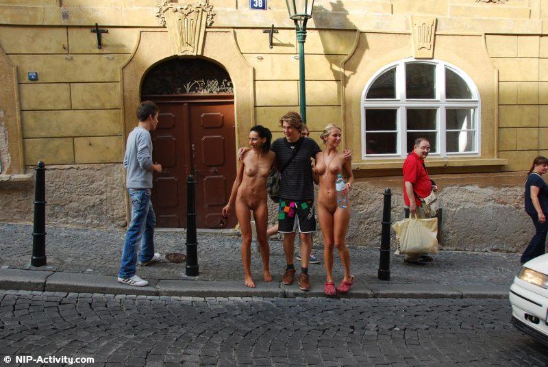leonelle-&-laura-nude-prague-public-nip-activity-14