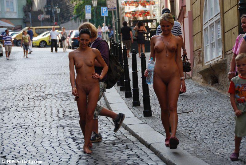 leonelle-&-laura-nude-prague-public-nip-activity-15