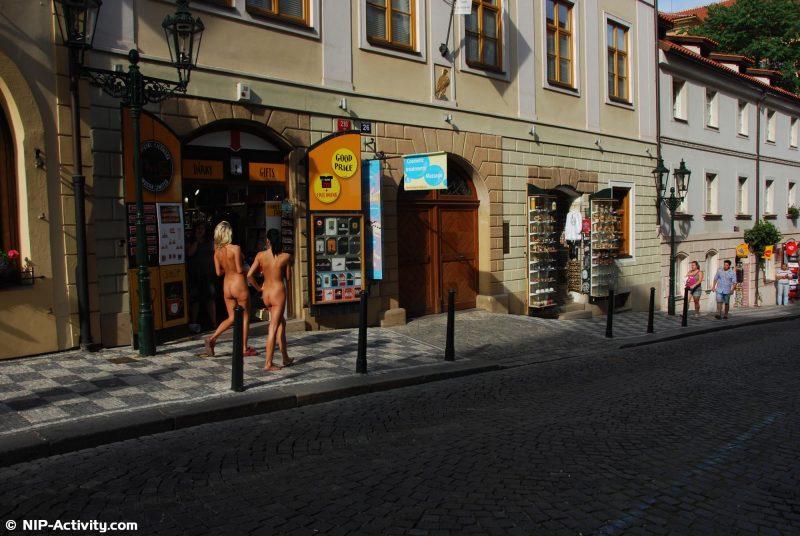 leonelle-&-laura-nude-prague-public-nip-activity-16