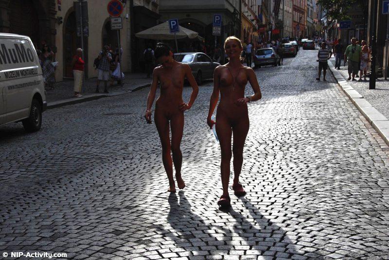 leonelle-&-laura-nude-prague-public-nip-activity-18