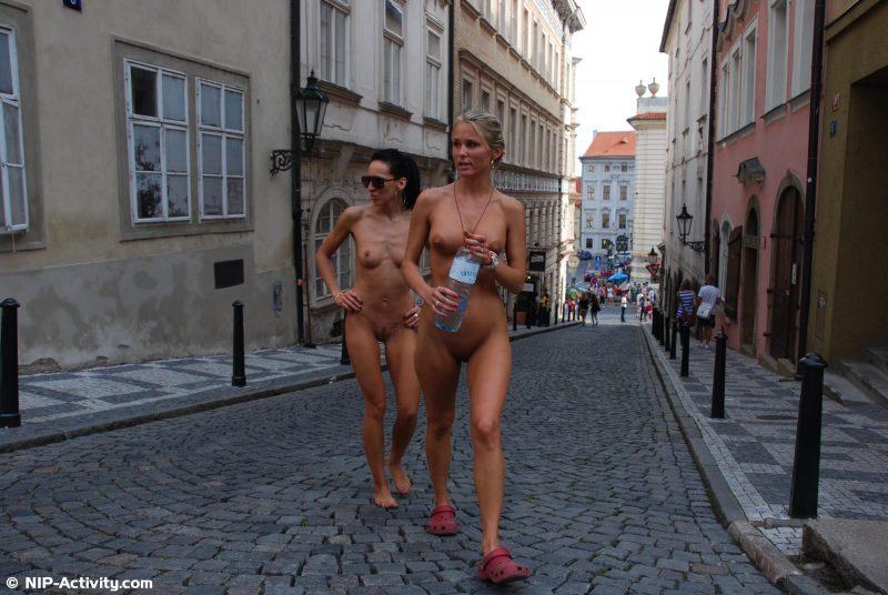 leonelle-&-laura-nude-prague-public-nip-activity-22