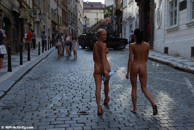 leonelle-&-laura-nude-prague-public-nip-activity-28