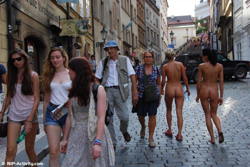 leonelle-&-laura-nude-prague-public-nip-activity-31