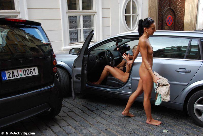 leonelle-&-laura-nude-prague-public-nip-activity-37