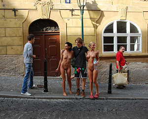 leonelle-&-laura-nude-prague-public-nip-activity