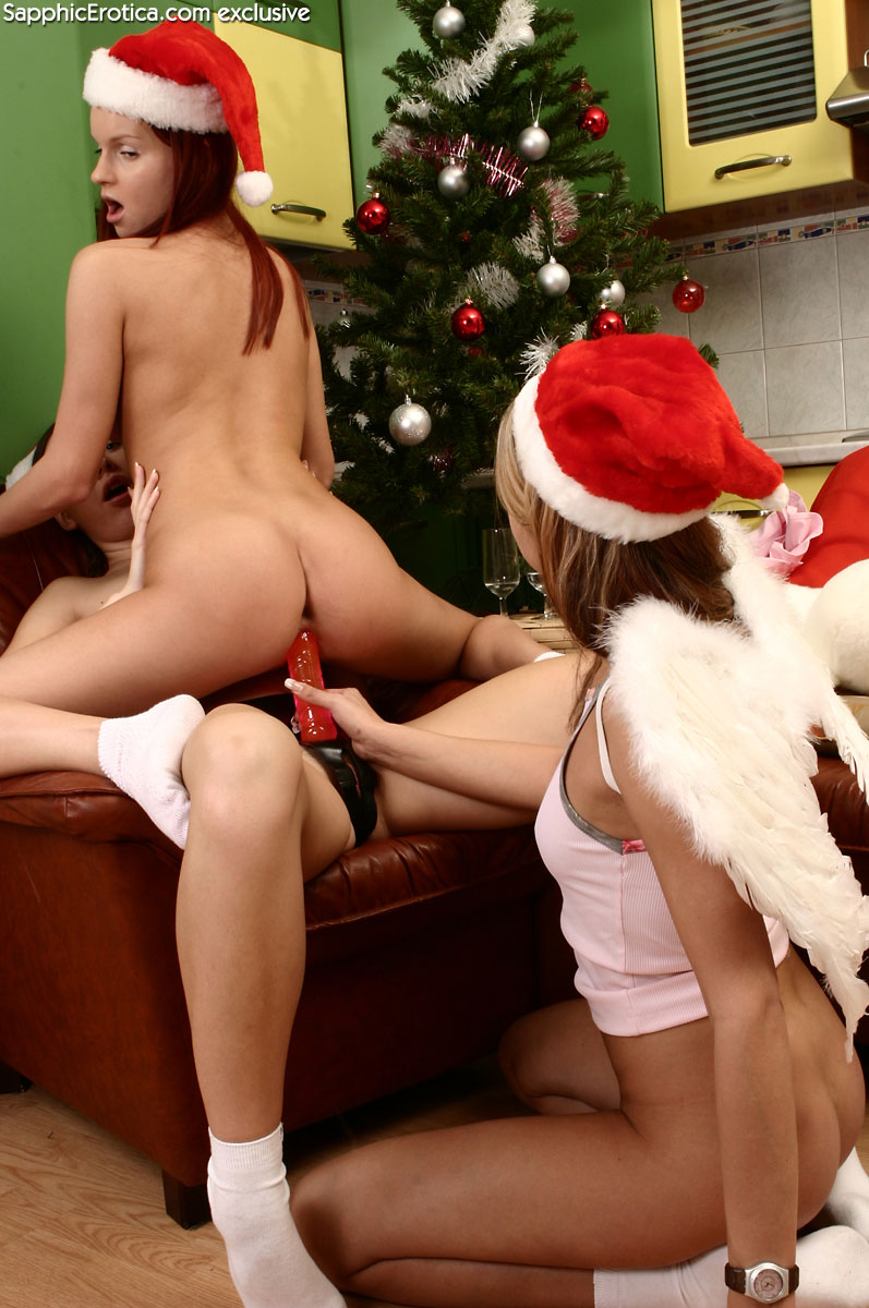 lesbian-christmas-party-11