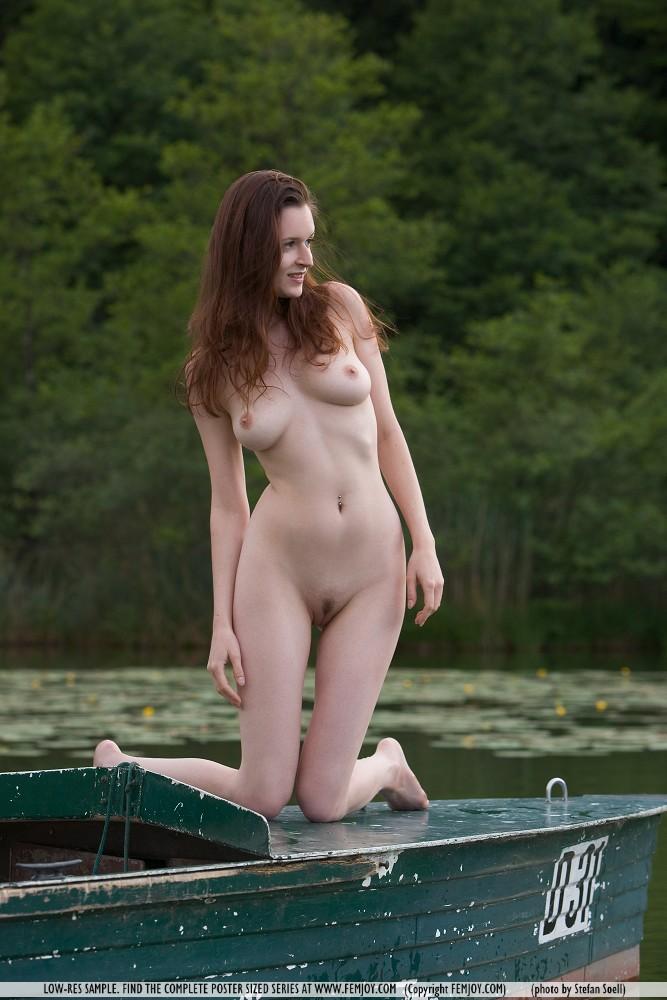 anna-Leah-&-lia-boat-femjoy-01