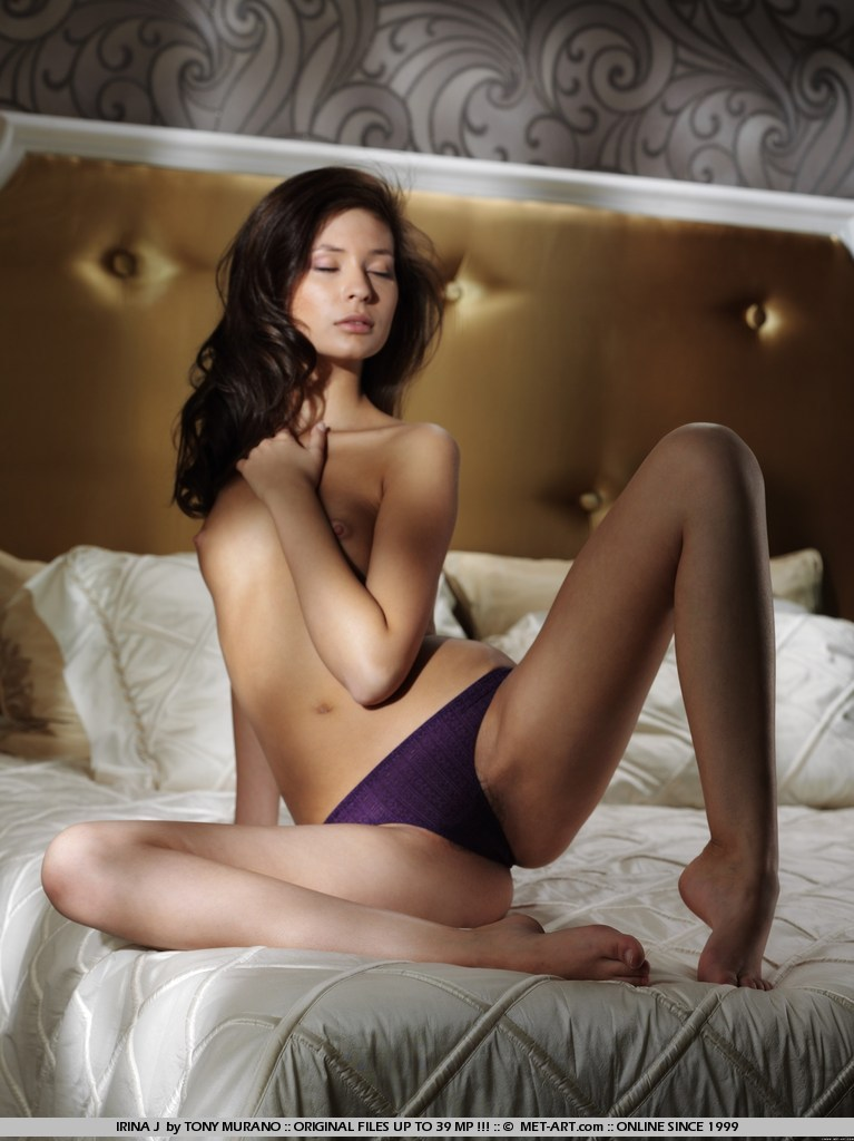 irina-j-bed-met-art-04