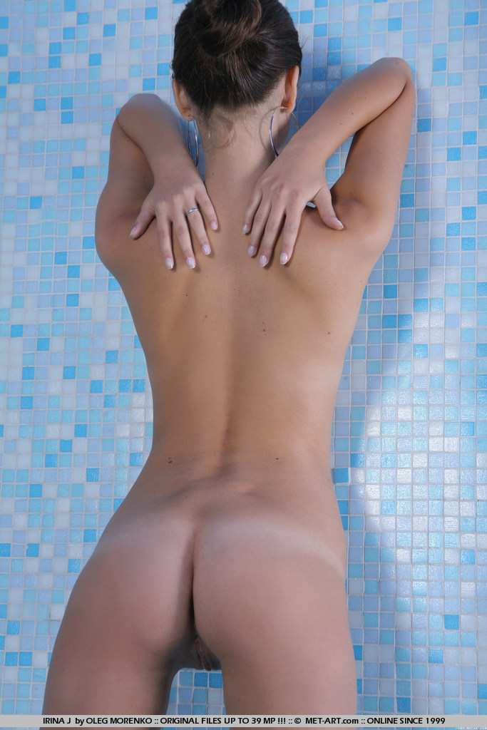 irina-j-indoor-pool-met-art-04