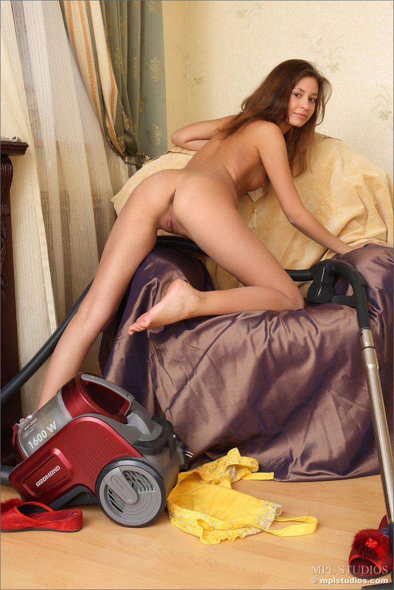 lidija-vacuum-cleaner-nude-mplstudios-16