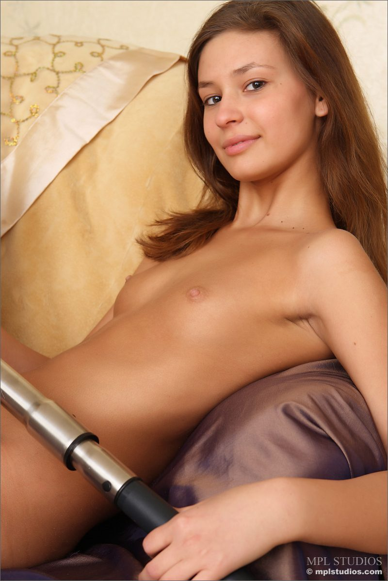 lidija-vacuum-cleaner-nude-mplstudios-23