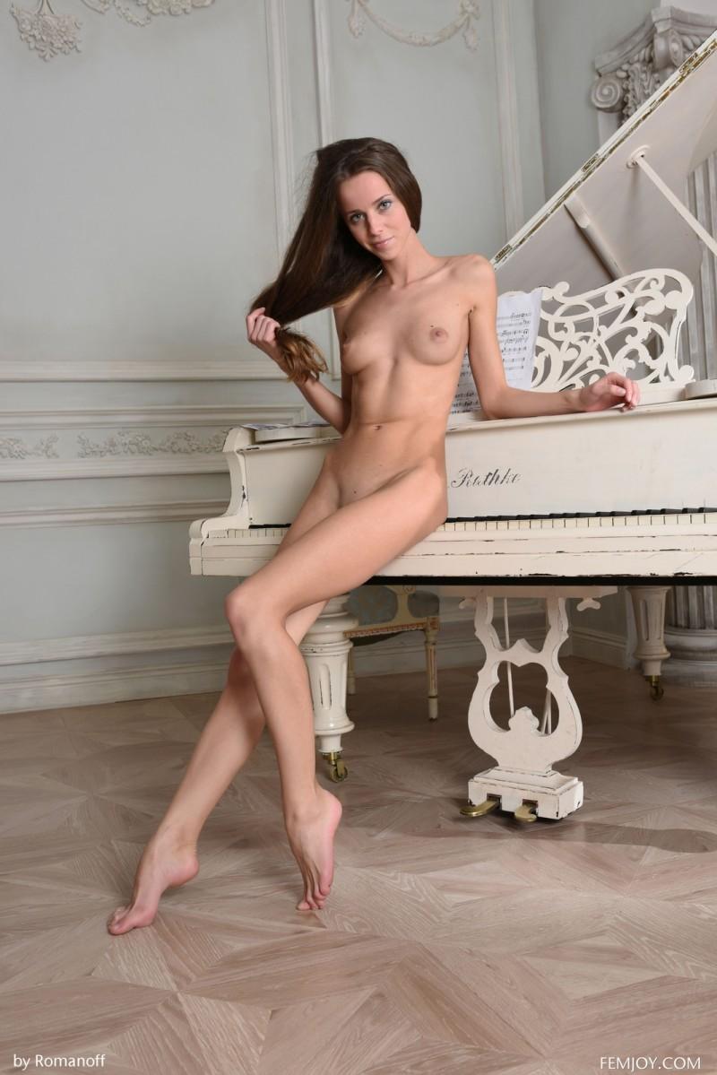 lili-z-skinny-nude-piano-femjoy-15
