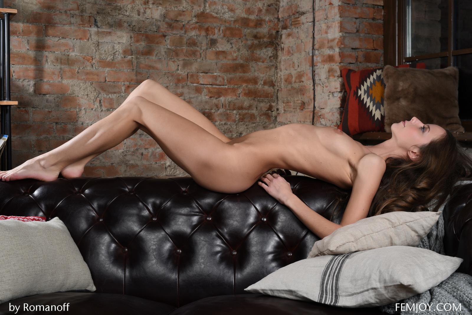 lili-z-skinny-nude-leather-sofa-femjoy-22