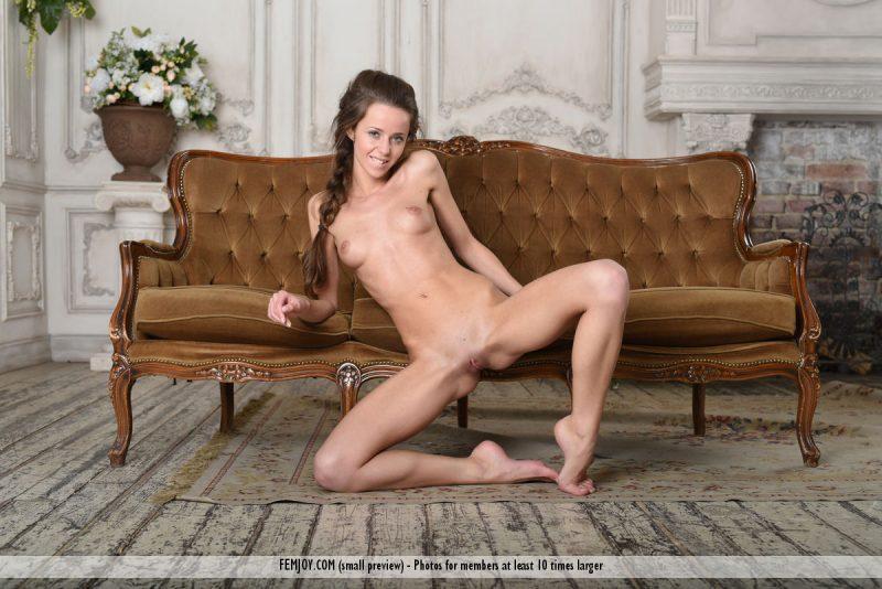 lili-z-nude-swing-sofa-femjoy-13
