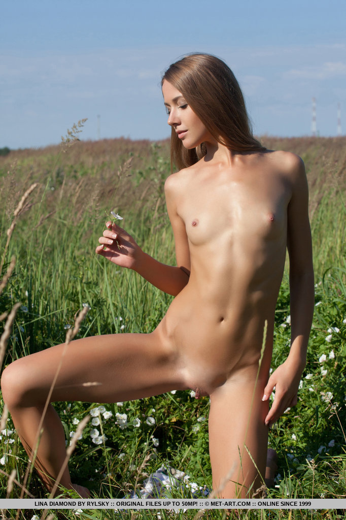 lina-diamond-meadow-skinny-naked-metart-09