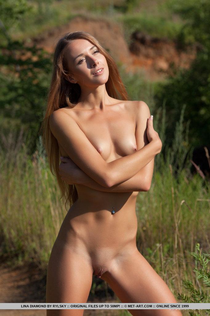 lina-diamond-meadow-skinny-naked-metart-10