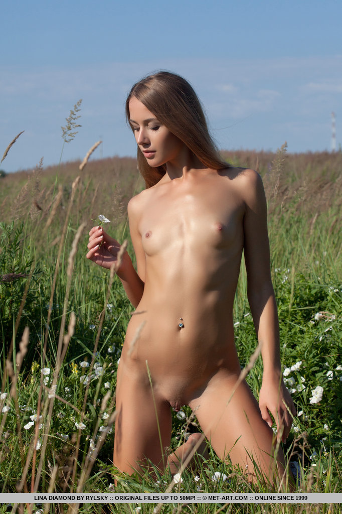 lina-diamond-meadow-skinny-naked-metart-13