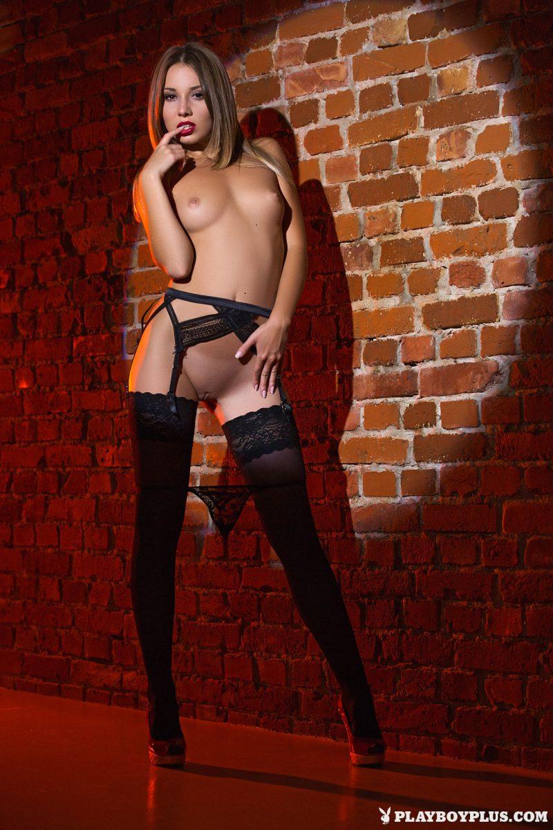 linda-stockings-garters-nude-playboy-08