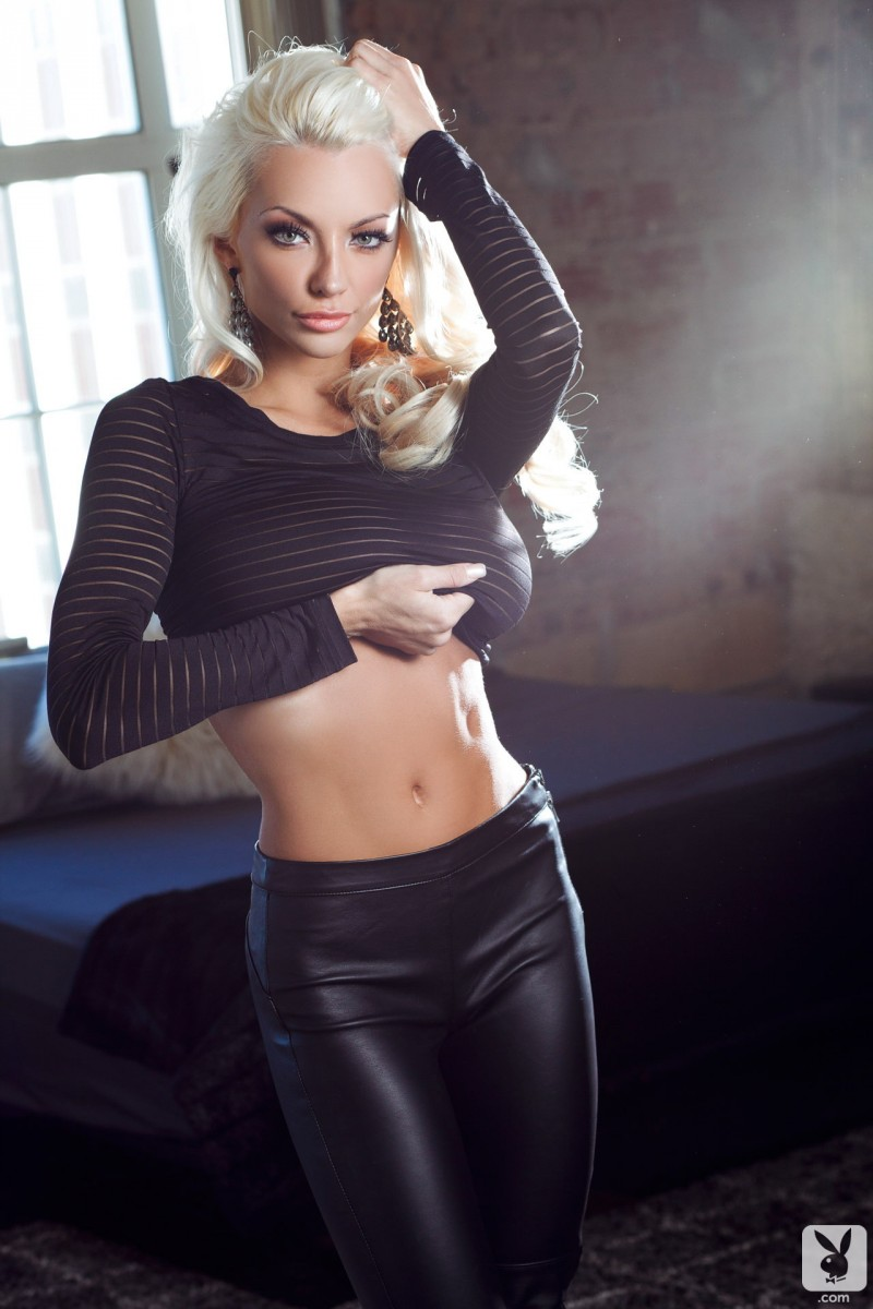 lindsey-pelas-blond-boobs-playboy-03