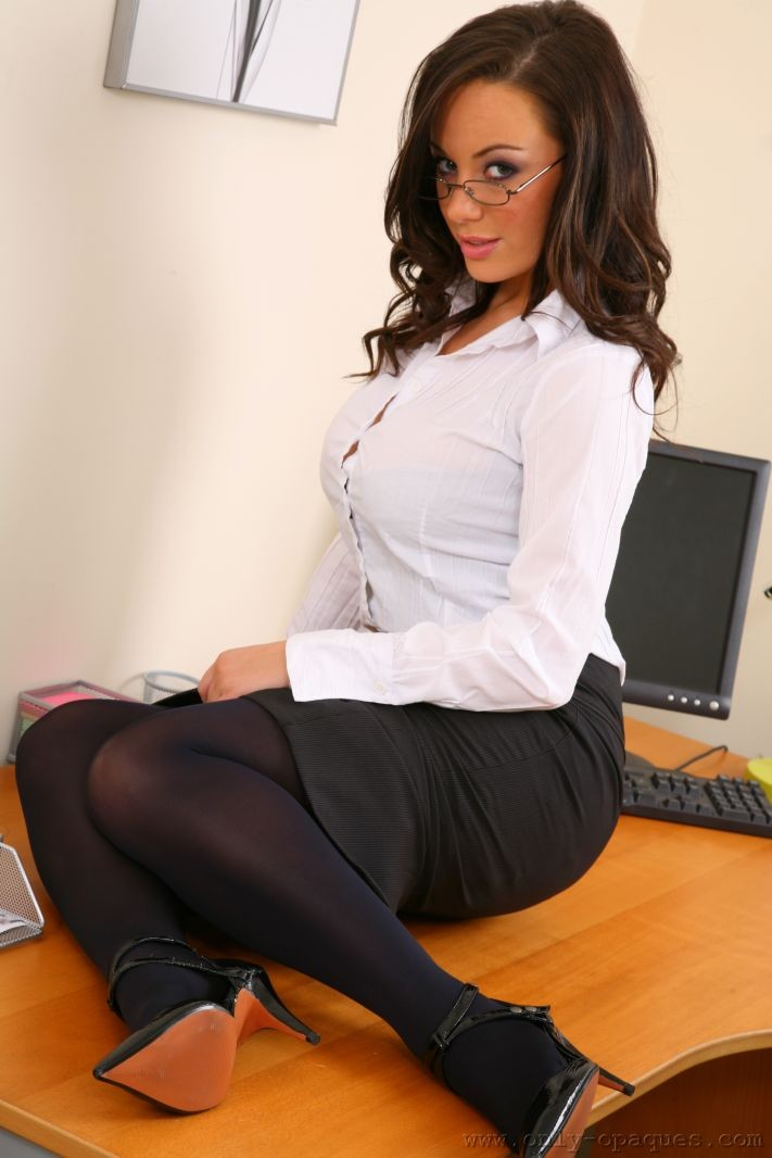 lindsey-strutt-secretary-only-opaques-07