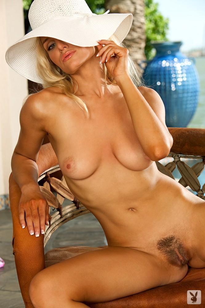liz-ashley-bikini-playboy-23