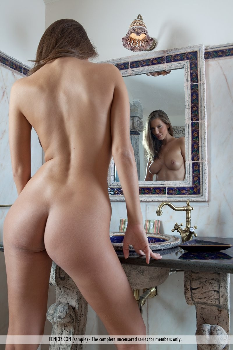 lizzie-bathroom-naked-femjoy-04