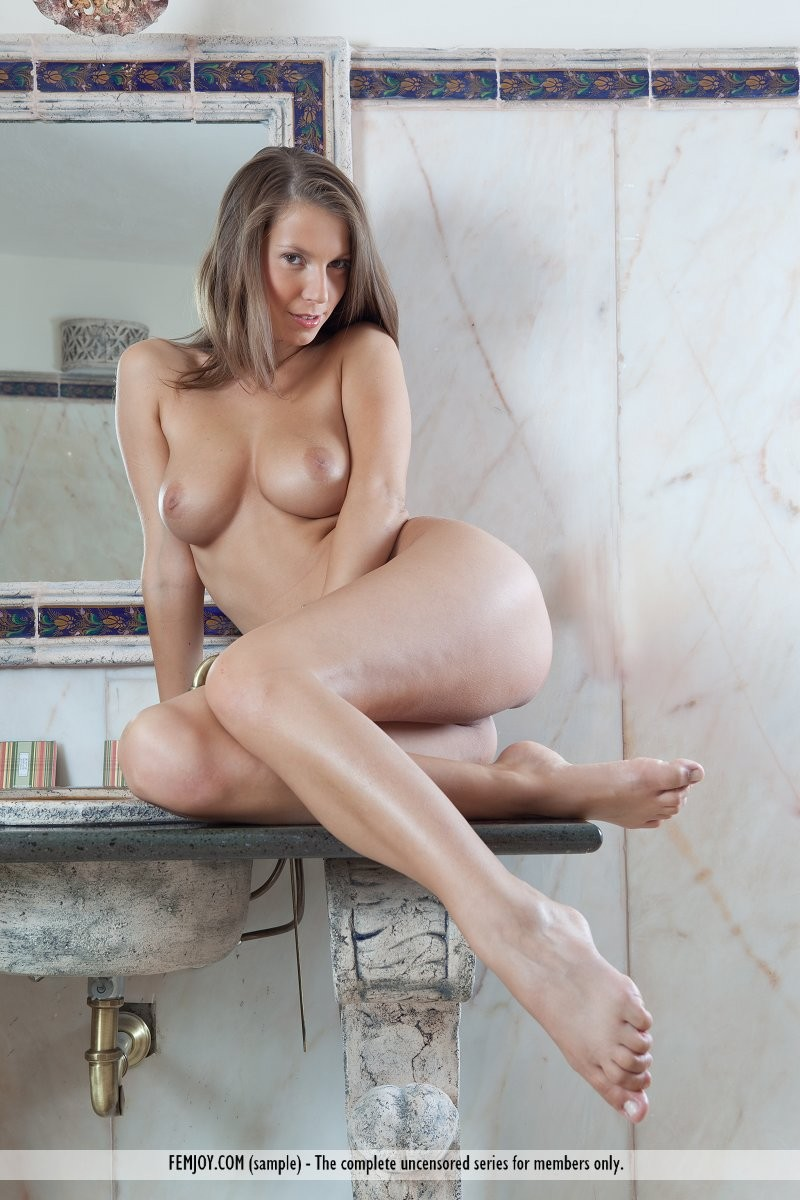 lizzie-bathroom-naked-femjoy-08