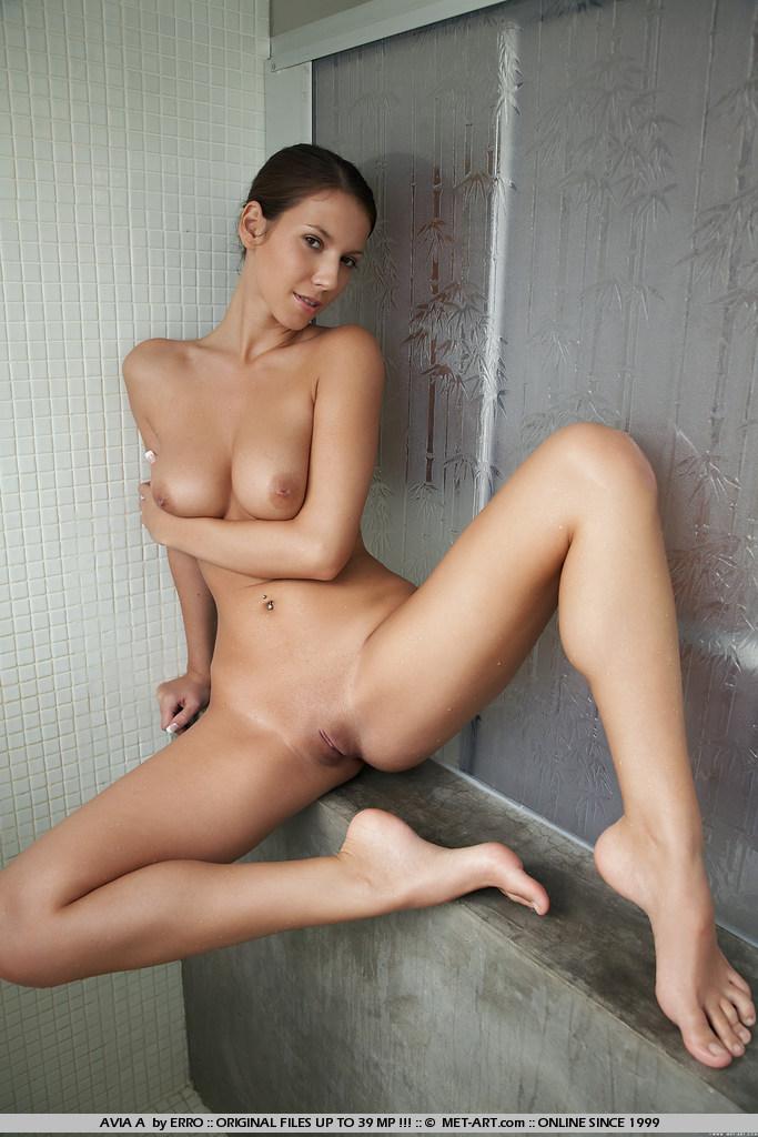 avia-a-shower-met-art-01